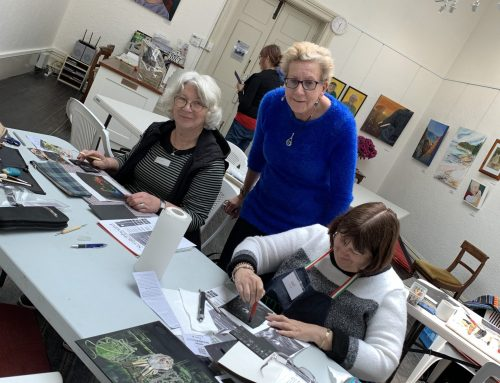 Teaching Scratchboard at the Art Society of Tasmania HaveAGo!